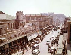 Δημήτρης Χαρισιάδης Η οδός Αθηνάς με την Ακρόπολη στο βάθος Αθήνα, 1962 Φωτογραφικό Αρχείο Μουσείου Μπενάκη (Δημοσιεύεται για πρώτη φορά)