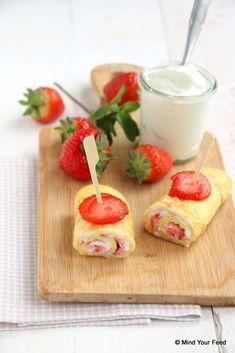 Ontbijtwrap met aardbei en kwark - Mind Your Feed Low Carb Recipes, Baking Recipes, Healthy Recipes, Low Carb Breakfast, Breakfast Recipes, Go For It, Healthy Cake, Healthy Food, Dessert