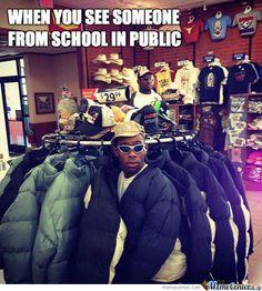 Cuando ves a alguien del colegio fuera del colegio