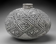 Olla (water jar) Native American (Unknown group) Prehistoric, about Native American Baskets, Native American Pottery, Native American Artifacts, Native American Indians, American Symbols, Indian Ceramics, Colombian Art, American Indian Art, American Women