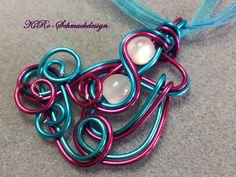 Ketten mittellang - Knalliger Alu-Anhänger in Pink/Türkis - ein Designerstück von KiRoWeb-Schmuckdesign bei DaWanda
