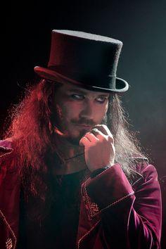 Tuomas Holopainen... top hat... eyeliner.... that look.... omg.... *dies*