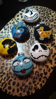 another pinner says-Just made these for my nightmare before Christmas tree Halloween Rocks, Halloween Ornaments, Diy Christmas Ornaments, Christmas Themes, Halloween Crafts, Holiday Crafts, Holiday Fun, Christmas Rock, Disney Christmas