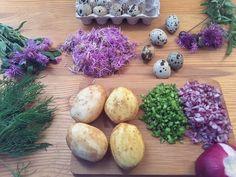 Картофельные котлеты с лепестками василька лугового