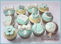 Tiffany & Co by Scrumptious Buns (Samantha), via Flickr  #mesadedoces
