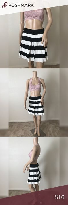💫Pleated Skirt💫 💫Black and white stripe pleated skirt💫Excellent condition (like new)💫 No flaws💫 Size L 💫Stretchy fabric material and elastic waist💫No🚫trades💫Ships same/next day. Skirts