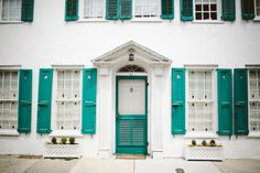 Charleston, SC. Teal shutters. Colorful houses. Things to do in Charleston. Editorial photography. Travel photos. Southern living. Q Avenue Photo.