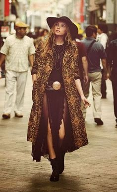 Best In Trend Winter Boho Outfits That is why, you need to look at winter months and the way we dress during this time in a different way. Boho Gypsy, Gypsy Style, Bohemian Style, Bohemian Clothing, Hippie Boho, Bohemian Dresses, Bohemian Winter Style, Bohemian Fashion Styles, Bohemian Tapestry