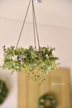 フライングリース - honeygarden Green Flowers, Green Leaves, Bouquet Wrap, Floral Chandelier, Artificial Plants, Flower Decorations, Flower Designs, Flower Arrangements, Christmas Wreaths