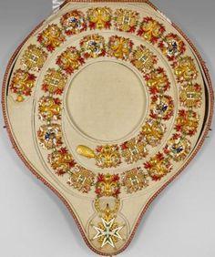 Précieux collier de chevalier de lordre du Saint-Esprit par Jean-Charles Cahier.