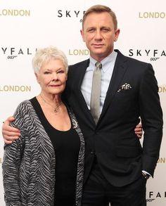 Daniel Craig as James Bond and Judi Dench as M Rachel Weisz, Casino Royale, Eva Green, Service Secret, James Bond Style, Daniel Craig James Bond, Timothy Dalton, Judi Dench, James Bond Movies