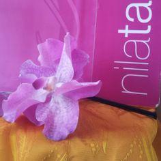 Diadema de flores con orquídeas Vanda en tonos fucsia by nila taranco