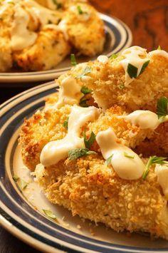 Bouchées de poulet au parmesan, sauce à l'ail et au fromage