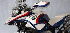 Studio kit per BMW R 1200 GS ADVENTURE realizzato in collaborazione con la Flamingo Corse Bike. Sono stati ristilizzati i fianchetti laterali, il becco par