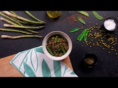 Ingredientes y pasos para hacer quinoa negra con verduras en casa. Conoce también sus propiedades beneficiosas y cómo cocinarla a la perfección. Frijoles, Home, Quinoa Salad, Snap Peas, Legumes, Salads