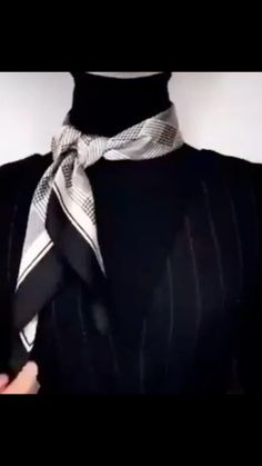 Ways To Tie Scarves, Ways To Wear A Scarf, How To Wear Scarves, Scarf Wearing Styles, Scarf Styles, Girls Fashion Clothes, Girl Fashion, Fashion Outfits, Elle Fashion