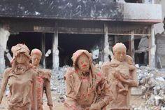 Esculturas em argila retratam o sofrimento de Gaza e a fuga dos refugiados de Guerra