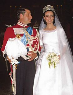 June 18, 1988 in the Cathedral of Seville, Carlos Fitz-James Stuart, Duke of Huescar, eldest son of the Duchess of Alba married Matilde Solis y Martinez Campos , daughter of the Marquis and Marchioness of Motilla . The event was big as the heir to the House of Alba married a young woman from the aristocracy Seville, a city so dear to the heart of the Duchess of Alba Cayetana. The bride wore a classic creation with a long tail. Her veil was held by a tiara of bright imposing belonging to her…