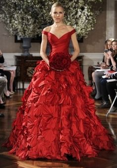 This would be SO bold & sassy as a wedding dress... ^_~