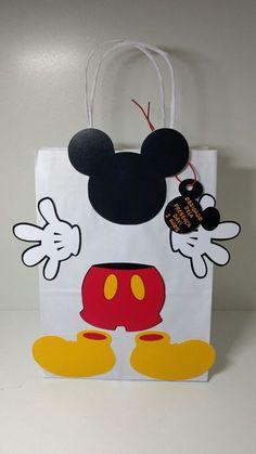 Sacola Surpresa Mickey feitas especialmente para você. Mais de 1.424 Sacola Surpresa Mickey: sacola surpresa, vestido infantil fazendinha, sacola de papel do mickey, sacolinha surpresa mickey, mickey