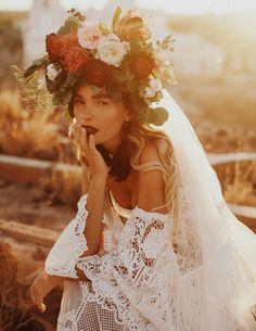 Go big or go home. This bride's flower crown gives us Frida Kahlo vibes. Frisuren Heimkehr 41 Whimsical Flower Crown Ideas for Your Wedding Hairstyle Flower Crown Bride, Floral Crown Wedding, Flower Crown Hairstyle, Bride Flowers, Flower Headpiece, Boho Wedding, Crown Hairstyles, Flower Crowns, Wedding Veils