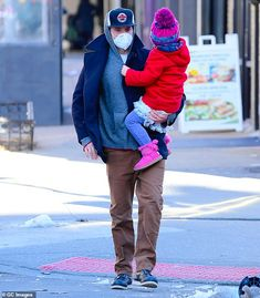 New York City Weather, Hot Dads, Bradley Cooper, Chris Hemsworth, Daughter, Actors, Celebrities, Fashion, Moda