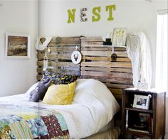 Like the headboard - eclectic bedroom by Going Home To Roost Home To Roost, Diy Bett, Diy Design, Interior Design, Eclectic Design, Design Ideas, Diy Interior, Rustic Design, Headboard Designs