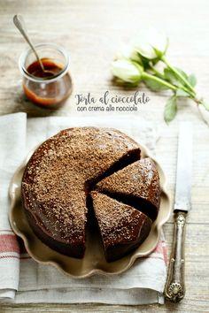 Torta al cioccolato con crema alle nocciole