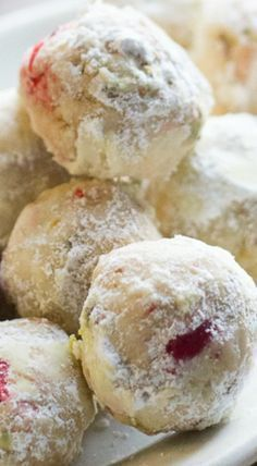 Cherry Pistachio Cherry Snowball Cookies - Recipes For Food Snowball Cookies, Xmas Cookies, Yummy Cookies, Cherry Cookies, Maple Cookies, Almond Cookies, Chocolate Cookies, Cupcake Cookies, Gingerbread Cookies