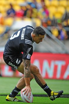Sonny Bill Williams Photos Photos - Sonny Bill Williams of New Zealand touches the ball down during the 2016 Wellington Sevens match between Russia and New Zealand at Westpac Stadium on January 30, 2016 in Wellington, New Zealand. - 2016 Wellington Sevens