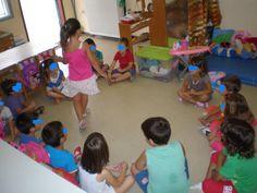 παιχνιδοκαμώματα στου νηπ/γειου τα δρώμενα: παιχνίδια γνωριμίας !!! 1st Day Of School, Back To School, Kindergarten, Kids Rugs, Activities, Education, Blog, Taxi, Autumn