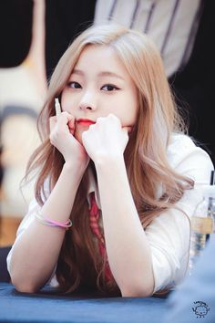 eunwoo South Korean Girls, Korean Girl Groups, Pledis Girlz, Kpop Backgrounds, Pledis Entertainment, Rapper, Women, Kpop Groups, Study