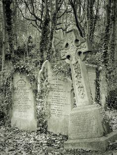 Cemeteries Ghosts Graveyards Spirits:  Highgate Cemetery, London, England.