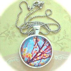 Schöne blaue Anhänger Halskette w White Cherry Blossoms Blumen, Silber Schmuck, florale Accessoire hübsch, süß, Sakura, Licht Farbe, Baum