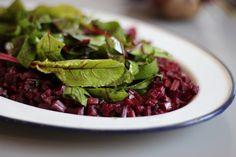 Rote-Bete-Salat aus Rote-Bete-Blättern mit Arganöl