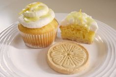 GIrl Scout cookie cupcake recipe - Lemonades @ Chica and Jo :: my new favorite GS cookie - yum!
