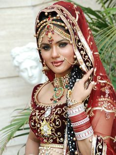 Indian Wedding Couple Photography, Indian Wedding Bride, Indian Wedding Makeup, Indian Wedding Photos, Indian Bridal Fashion, Bridal Photography, Pakistani Girl, Bride Portrait, Beautiful Girl Image