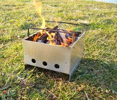 VHSビデオテープサイズに折りたたみできるコンパクト焚き火&BBQ キャンプ、ブッシュクラフトに便利
