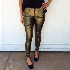 "NEW gold jeggings Gold skinny jeggings • decorative zipper detail in the front • waist 14"" across, 28"" inseam • no size tag, fits XS/S, 25/26 • Dakota Collective by BB Dakota BB Dakota Jeans"
