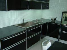 Cozinha em Granito Preto São Gabriel - Formaplas #CozinhaGranito #GranitoPreto #CozinhaPlanejada #LojaDeCozinha