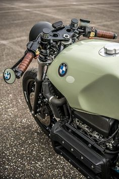 Moto : Illustration Description Business seems good for Dutch builders Ironwood Motorcycles. Last week it was their sweet restomod Honda that garnered a great response. This week, it's a Flying Brick that's reminded us how no serious custom garage collection is complete without at...