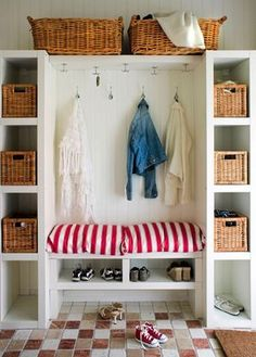 Our mudroom storage design hack shows you how to easily create a functional and family-friendly mudroom with plenty of storage. Coat Closet Organization, Home Organization, Design Basics, Storage Design, Storage Baskets, Wire Baskets, Storage Ideas, Mudroom, New Homes
