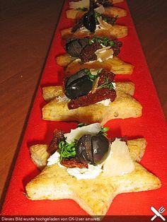 Parmesan-Sterne mit Tomaten und Oliven Fingerfood, ergibt ca. 30-35 Stück