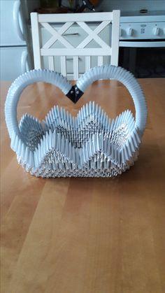 Sydänkori Paper Oragami, 3d Paper Crafts, Paper Art, Diy And Crafts, Origami Artist, Origami 3d, Modular Origami, Free Applique Patterns, Diy Gift Box