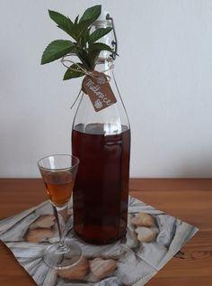 Mátovice – Dobré tipy domů Wine Decanter, Rum, Barware, Lemon, Bar Accessories, Rome, Glas
