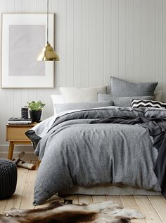 Inspiração decoração quarto cinza cama