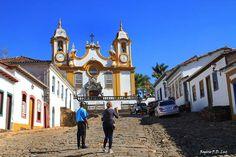 Igreja Matriz de Santo Antônio é um dos mais belos templos barrocos de Minas Gerais. Sua fachada foi modificada em 1810 a partir de um risco encomendado a Antônio Francisco Lisboa, o Aleijadinho.  Fotografia: Rogério P. D. Luz.