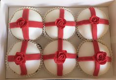 England Rugby World Cup cupcakes. Cross of Saint George. Red rose. Design by @HannahMurray7