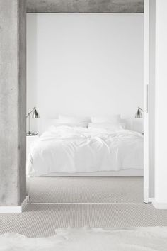Modern, minimalist white bedroom: how relaxing it must be to fell asleep in such a room! #whitedecor #whitebedroom #neutralcolor Credit: http://randomitus.tumblr.com