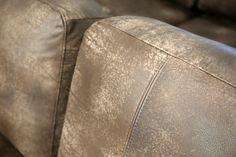 💛 Sofa of the Day 💛 Malli / Model: Tokyo Nahka / Leather: Nature 04 Dark Brown  #pohjanmaan #pohjanmaankaluste  #picoftheday #instapic #furnituremaker #furnituredecor